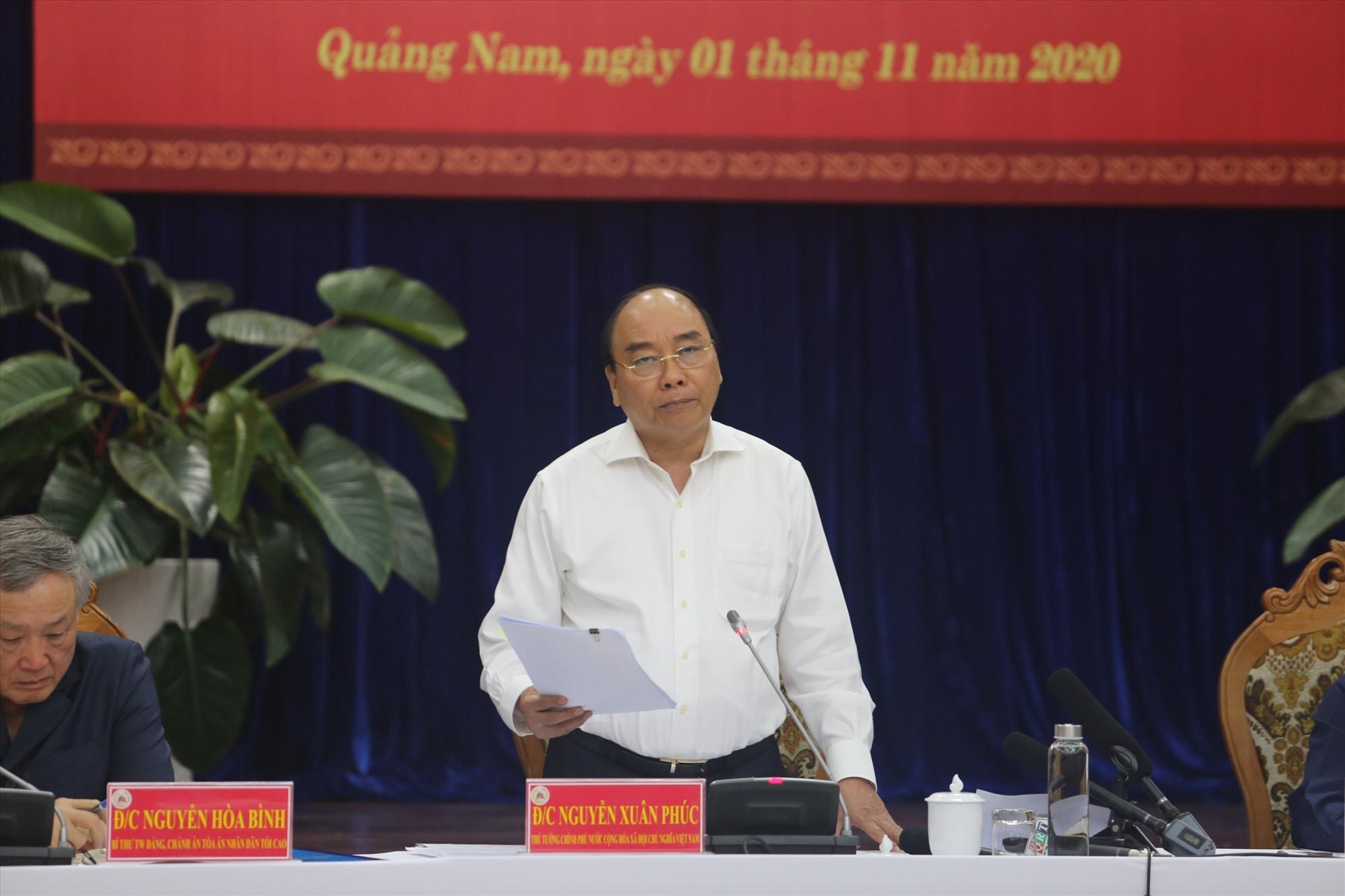 Thủ tướng Chính phủ Nguyễn Xuân Phúc phát biểu chỉ đạo cuộc họp.