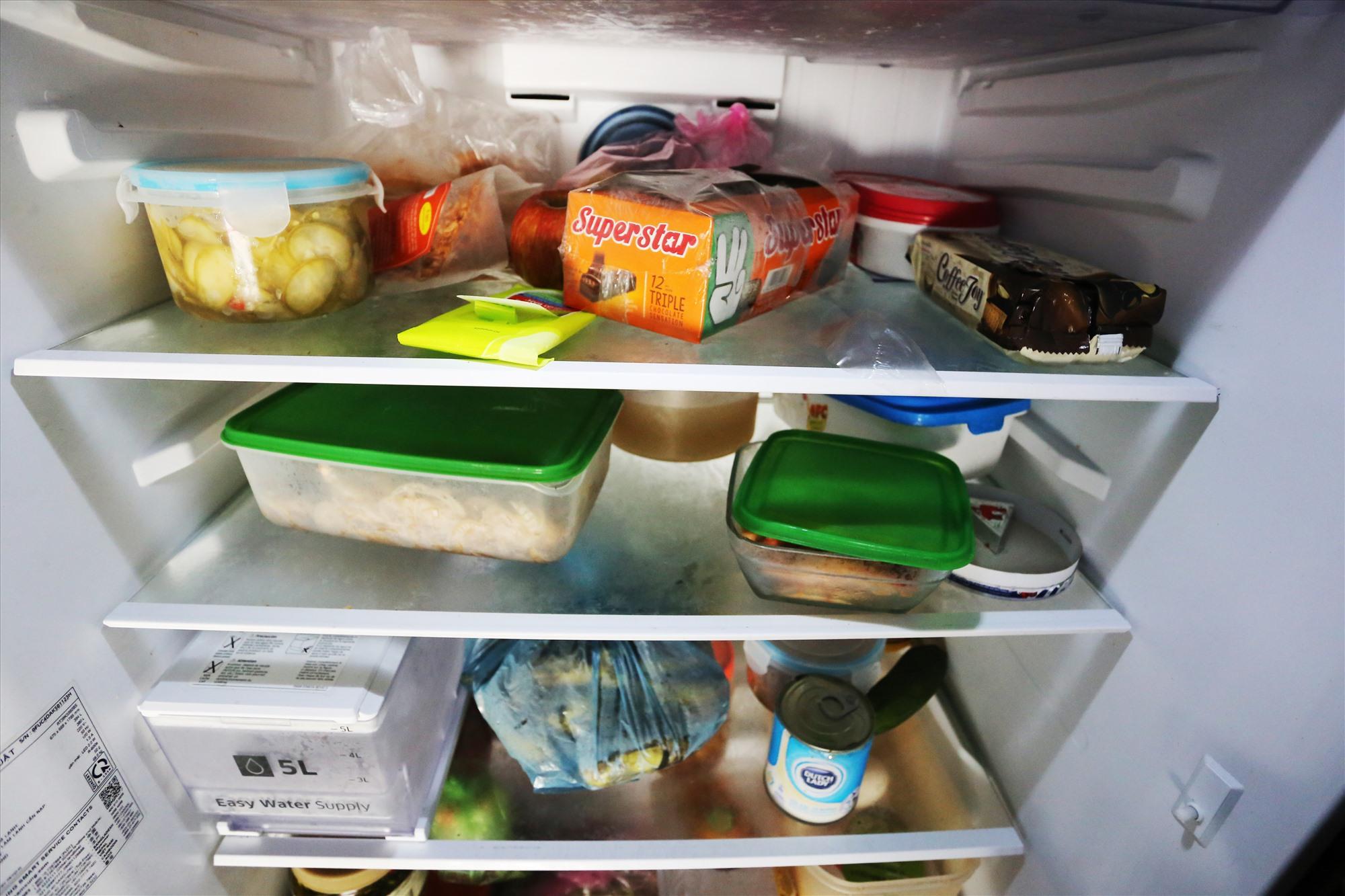Trước khi lũ về, chị Hòa đã ra chợ mua thực phẩm về để trong tủ lạnh.