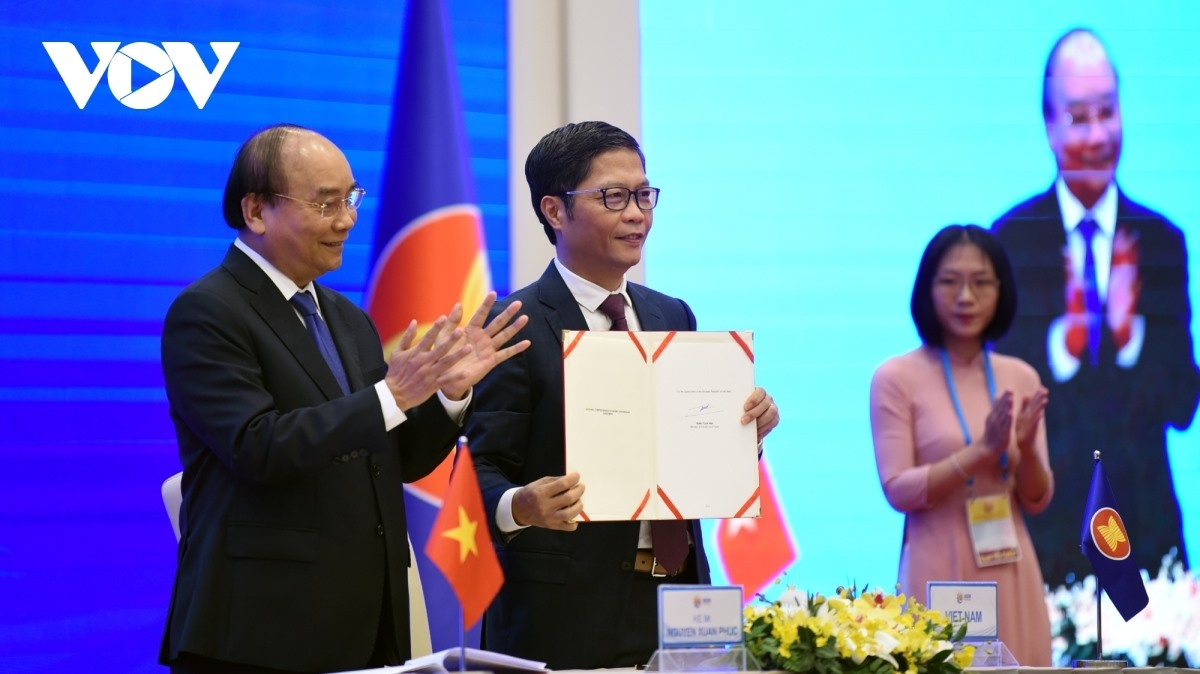 Vietnamese Minister of Trade and Industry Tran Tuan Anh penned the agreement in the presence of Prime Minister Nguyen Xuan Phuc.