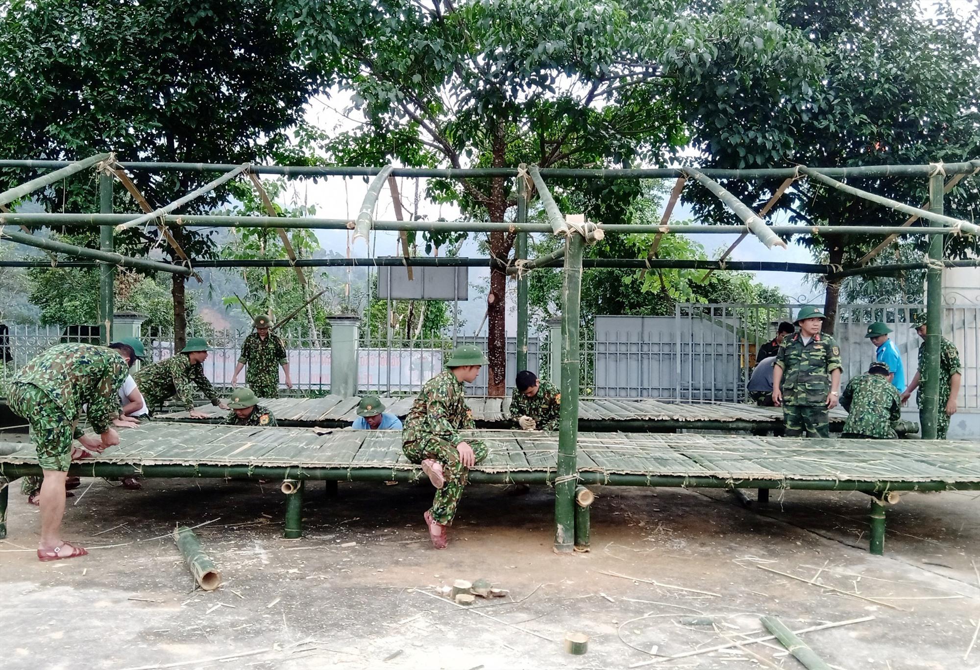 Nhà tạm cho bà con ở xã Phước Lộc vừa được gấp rút dựng lại trong những ngày qua.