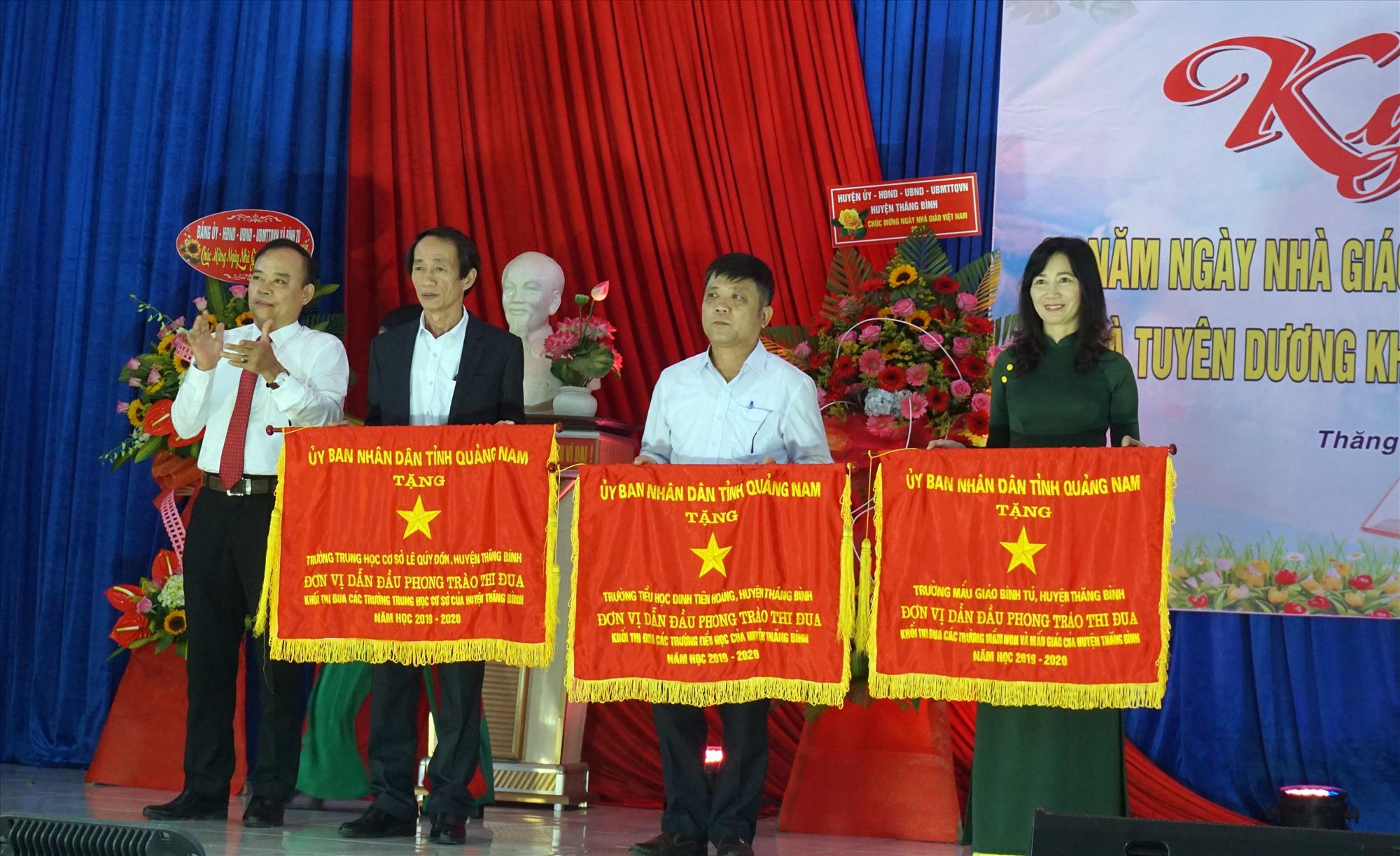 Thăng Bình có 3 tập thể được nhận Cờ thi đua của UBND tỉnh trong năm học 2019-2020.