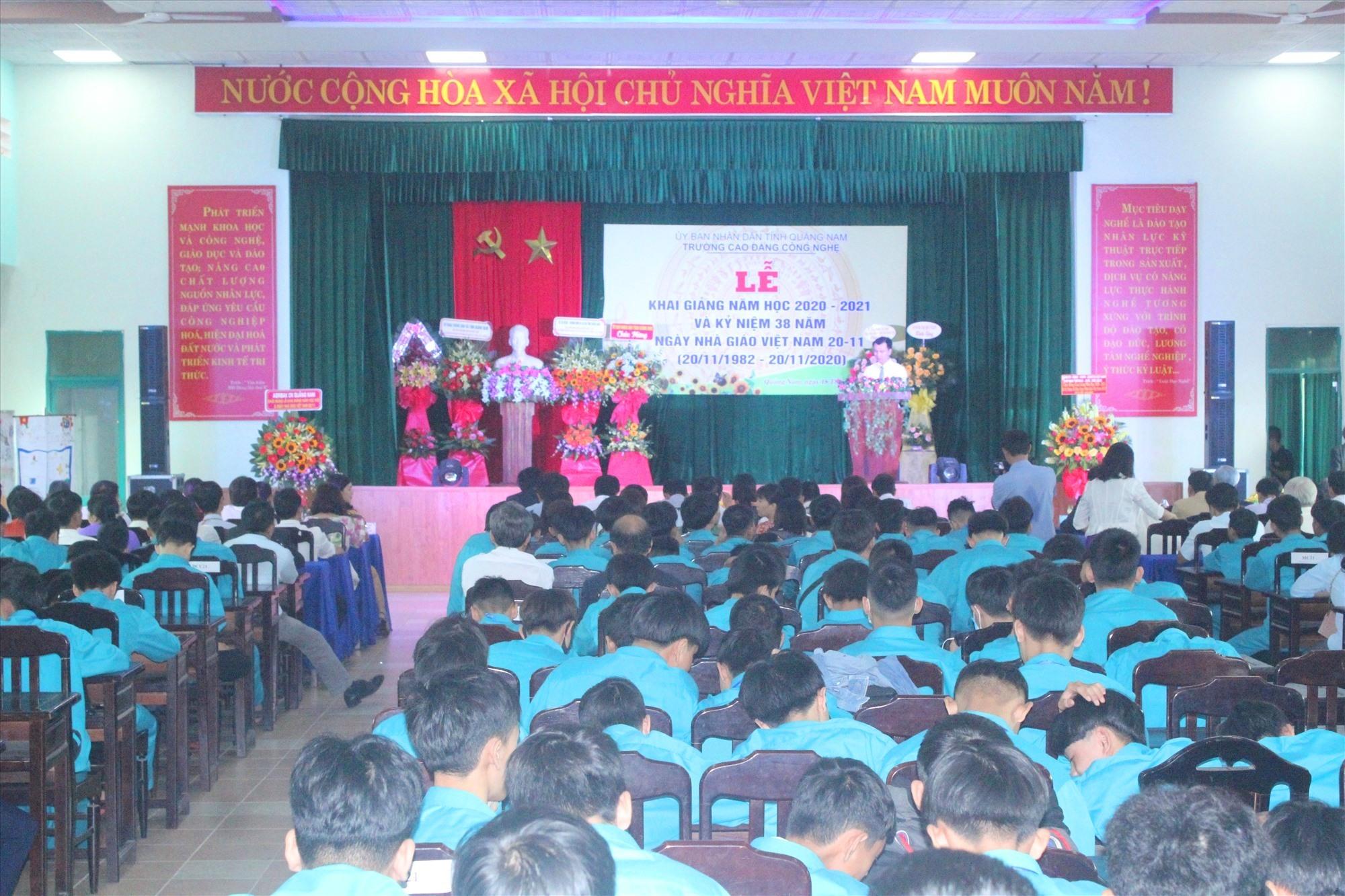 Lễ khai giảng năm học mới 2020 - 2021 tại Trường Cao đẳng Công nghệ Quảng Nam. Ảnh: D.L
