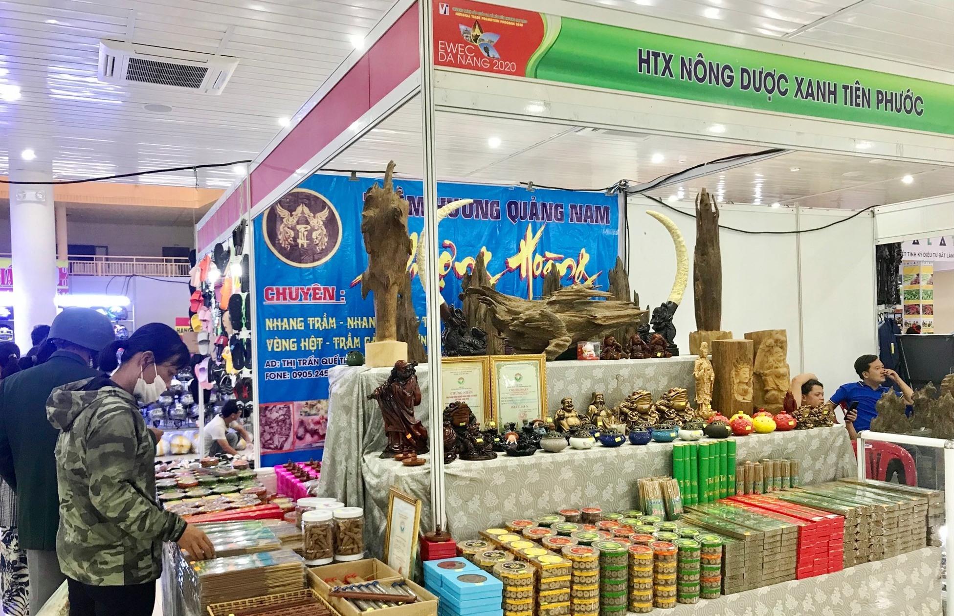 Một gian hàng đến từ Quảng Nam tham gia hội chợ. Ảnh: Q.T