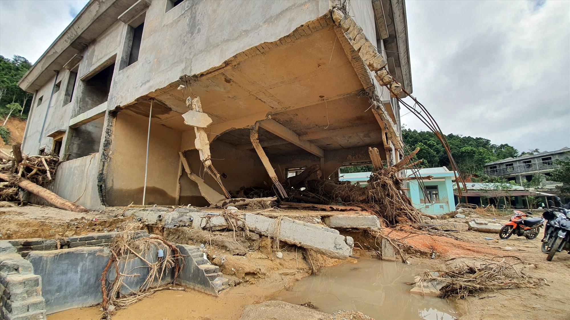 Điểm trường Mầm non liên xã Kim Thành Lộc chưa kịp xây dựng hoàn thành đã bị lũ phá hỏng. Ảnh: THÀNH CÔNG