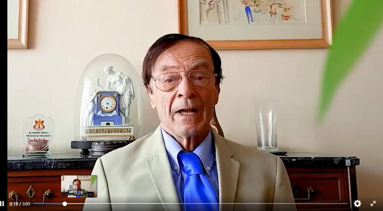 GS. Odon Vallet có bài phát biểu gửi qua video để động viên, chia sẻ với HS nhận học bổng (ảnh cắt từ video). Ảnh: C.N