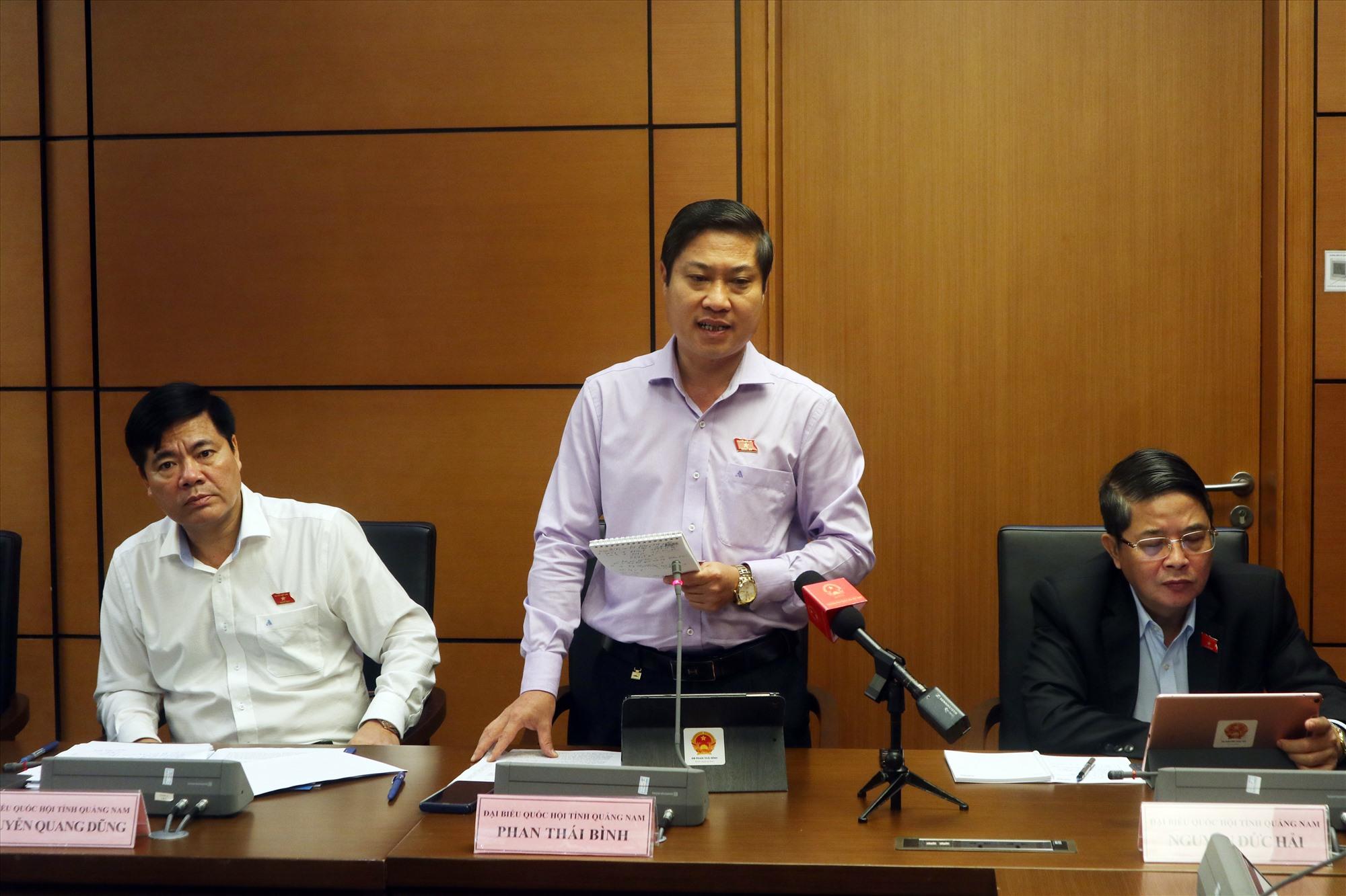 Đại biểu Phan Thái Bình phát biểu thảo luận tổ.