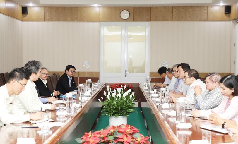 Đại học Đà Nẵng phối hợp với THACO tổ chức tọa đàm về hợp tác đào tạo nguồn nhân lực và nghiên cứu đổi mới sáng tạo. Ảnh: Q.L
