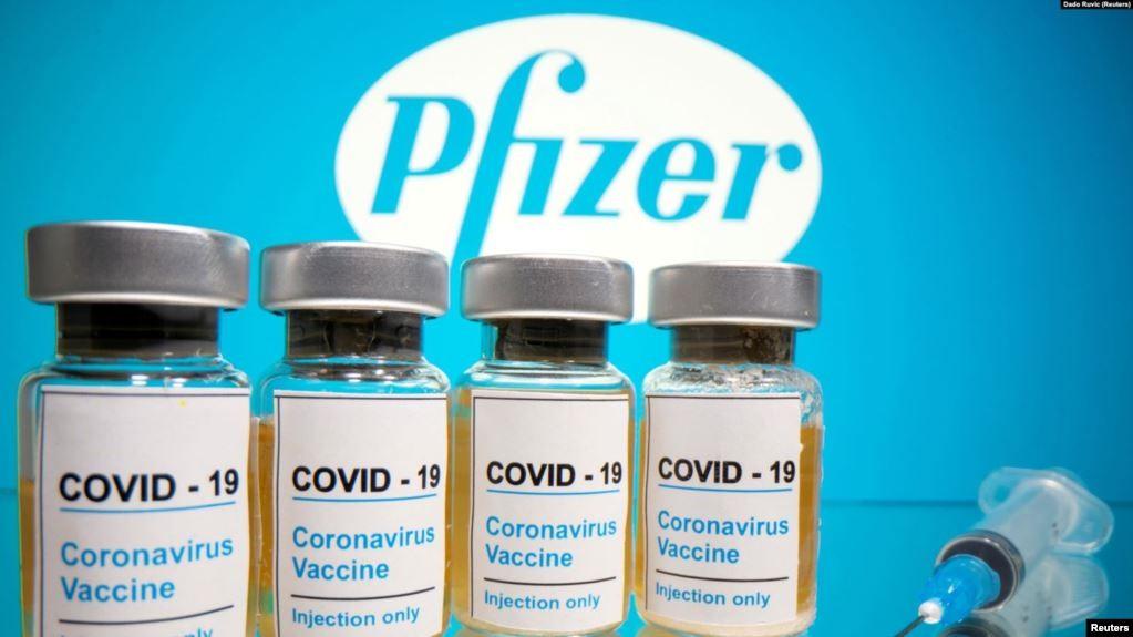 Vắc xin Covid-19 của hãng Pfizer. Ảnh: Reuters
