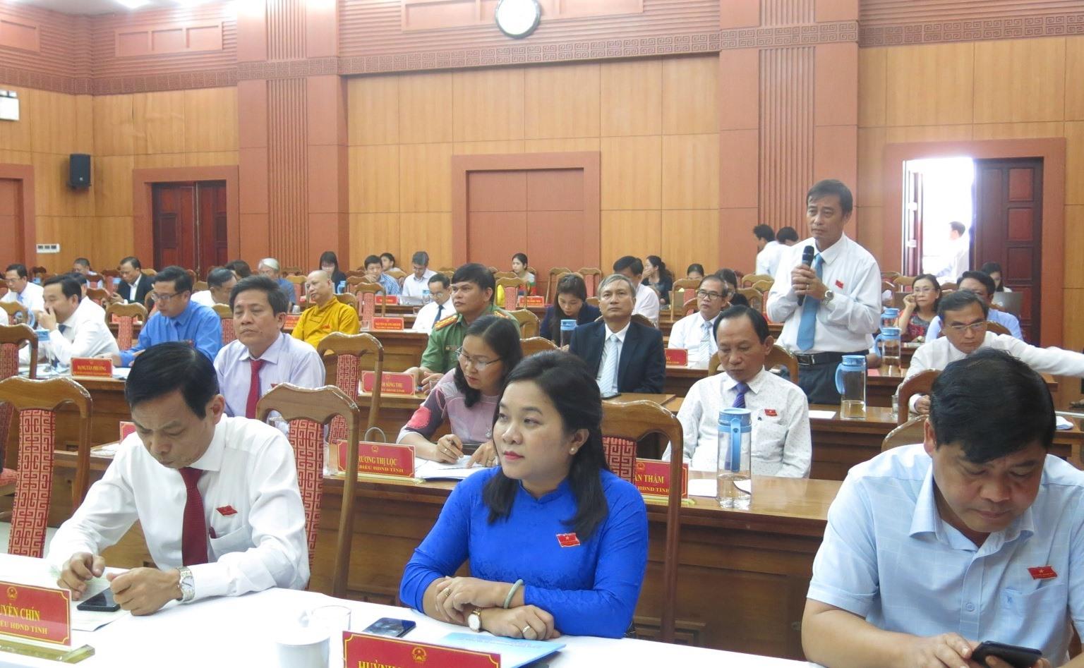 Đại biểu thảo luận tại kỳ họp. Ảnh: T.D