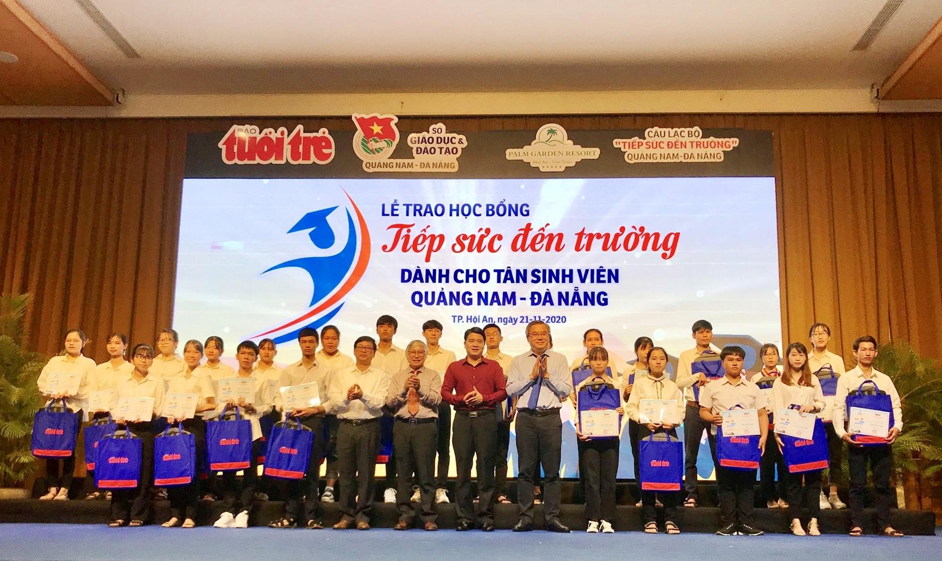 Có 150 tân sinh viên Quảng Nam - Đà Nẵng nhận được học bổng đợt này. Ảnh: Q.T