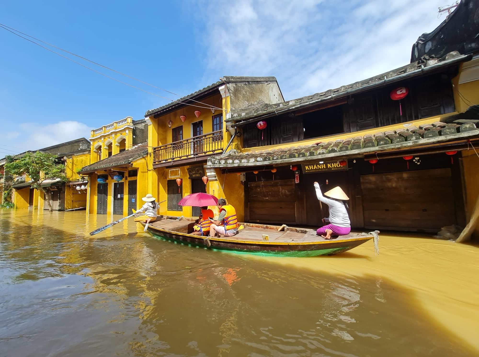 Hội An mùa lụt. Ảnh: L.T.KHANG