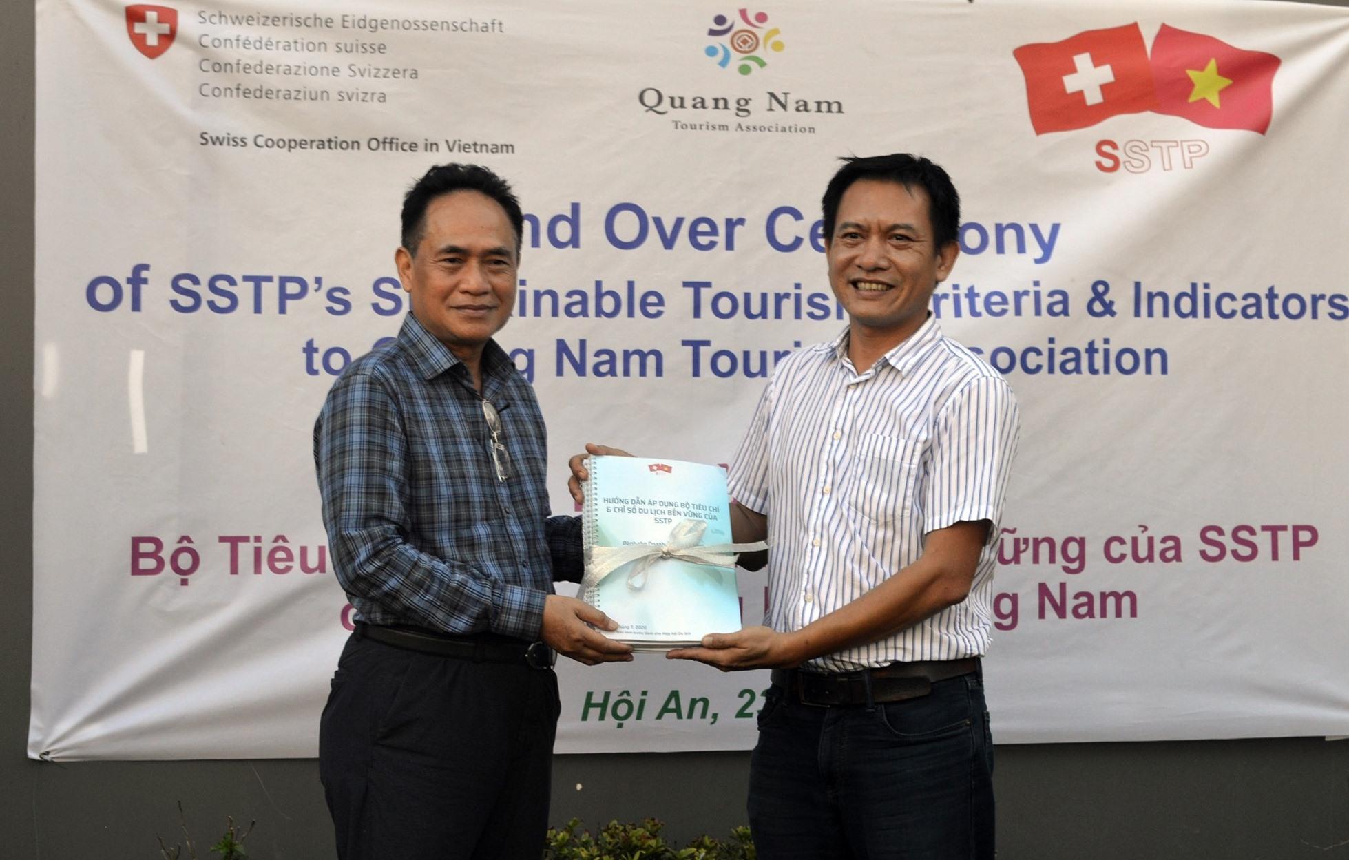 Bàn giao Bộ tiêu chí du lịch bền vững cho Hiệp hội Du lịch Quảng Nam