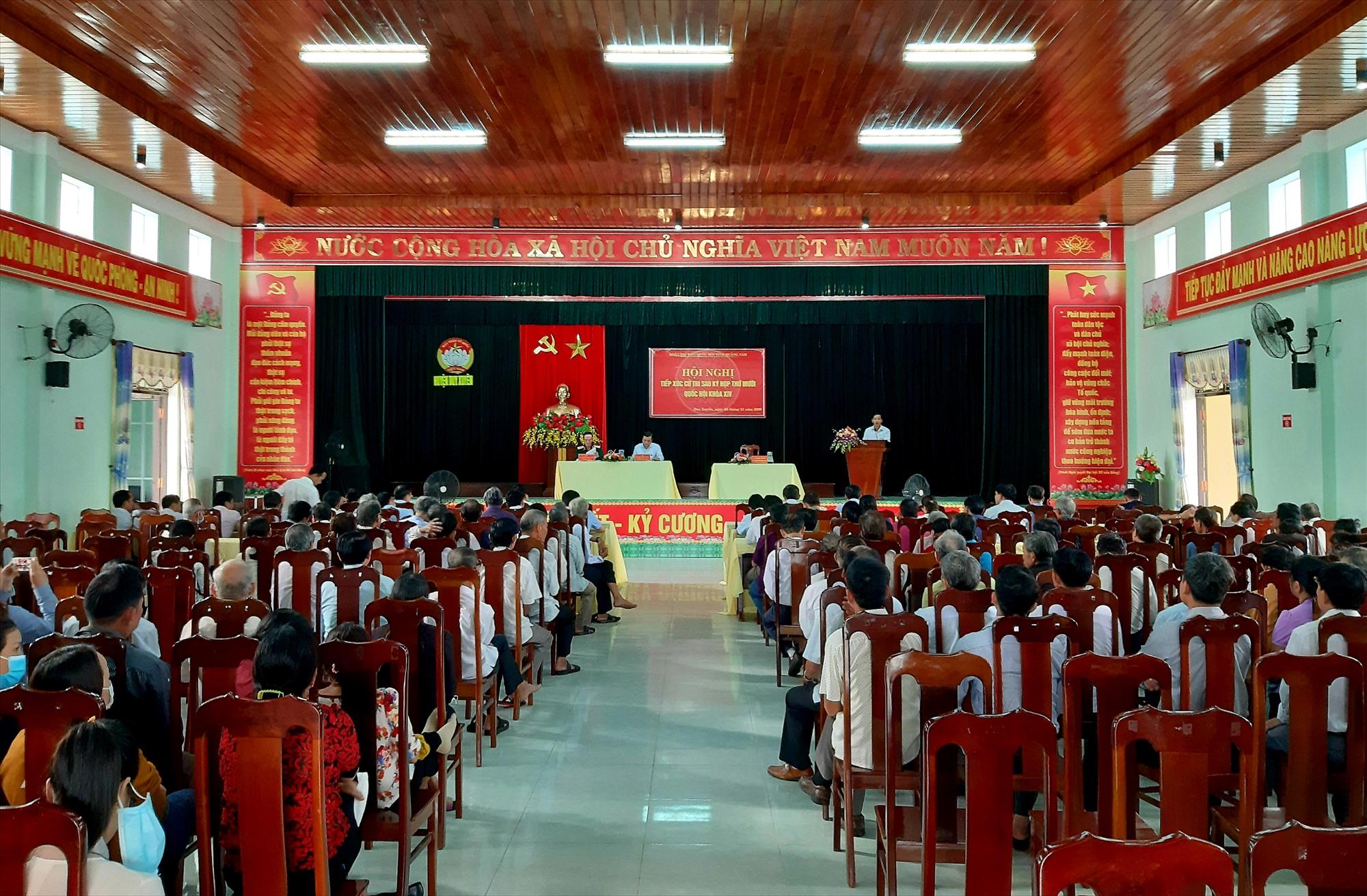 Quang cảnh buổi tiếp xúc cử tri huyện Duy Xuyên sáng nay 24.11.  Ảnh: VĂN SỰ