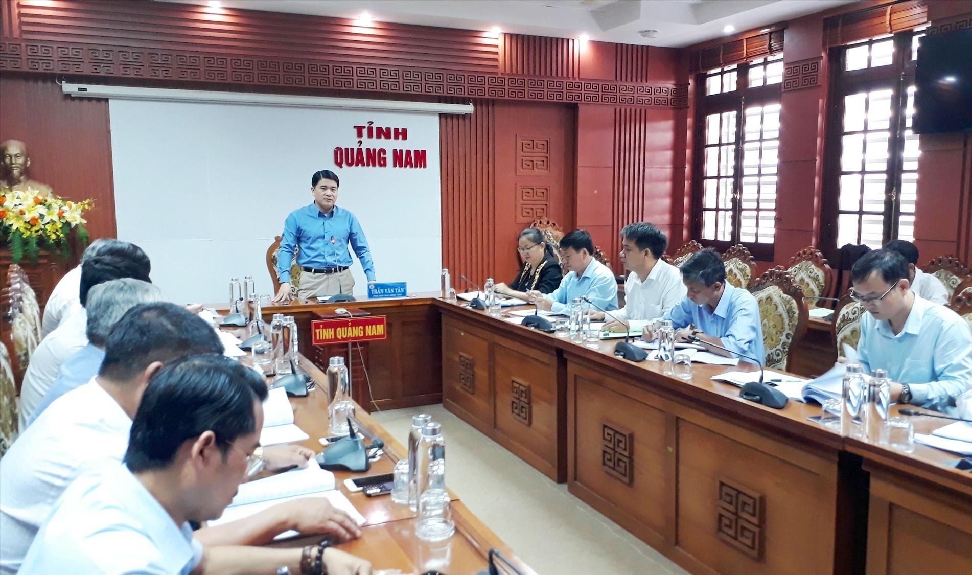 Phó Chủ tịch UBND tỉnh Trần Văn Tân phát biểu kết luận cuộc họp. Ảnh: X.P