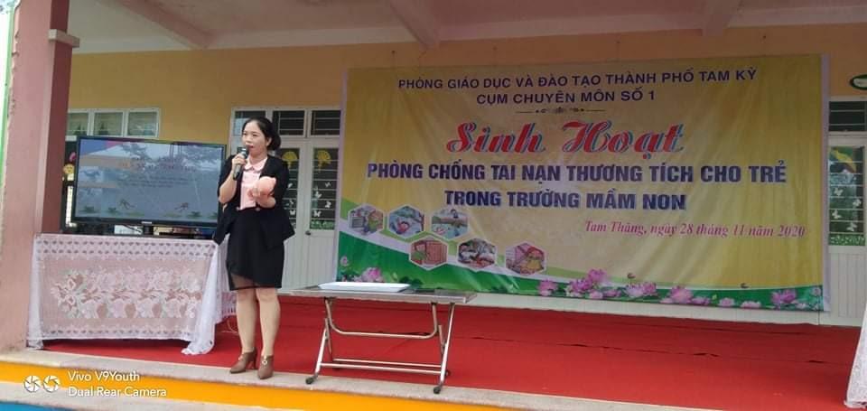 ThS-BS Nguyễn Thị Thanh Tâm hướng dẫn xử lý khi trẻ bị tai nạn thương tích. Ảnh: C.N