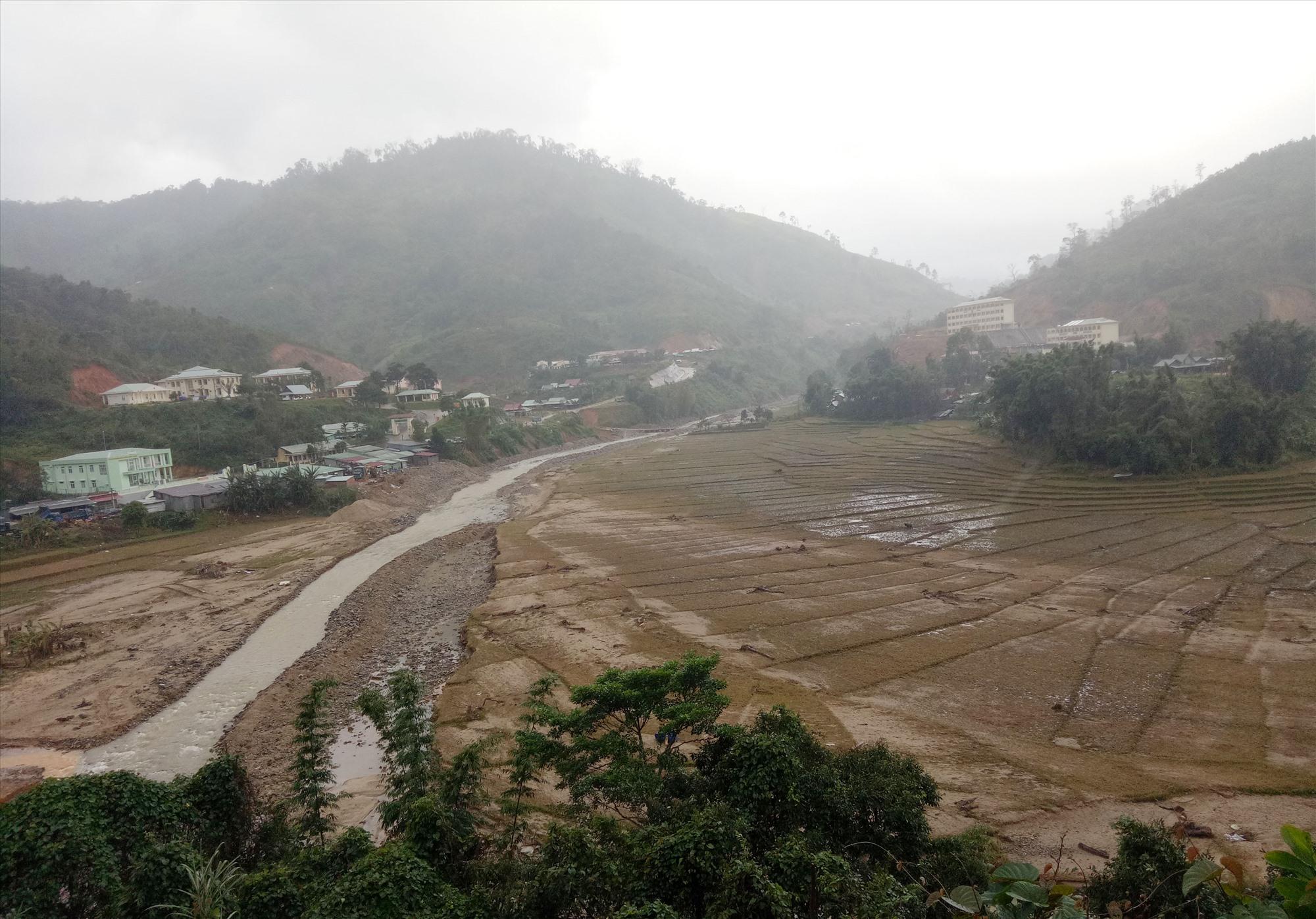 Mưa lũ đã làm hư hại nhiều ruộng lúa ở vùng cao Tây Giang. Ảnh: Đ.Hiệp