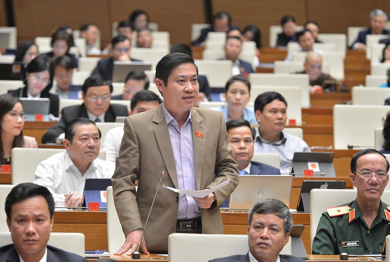Đại biểu Phan Thái Bình phát biểu tại Kỳ họp. Ảnh: quochoi.vn
