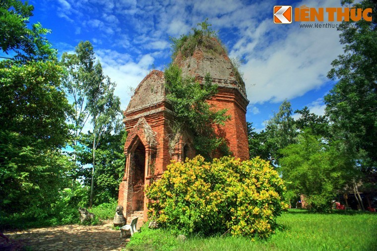 Bang An tower in Dien An commune, Dien Ban district, about 14 km from Hoi An ancient town is one of the ancient Champa towers in Quang Nam.