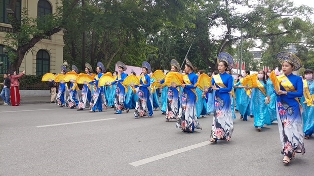 Ao Dai has established itself as a cultural symbol connected with the image of Vietnamese women. (Photo: VNA)