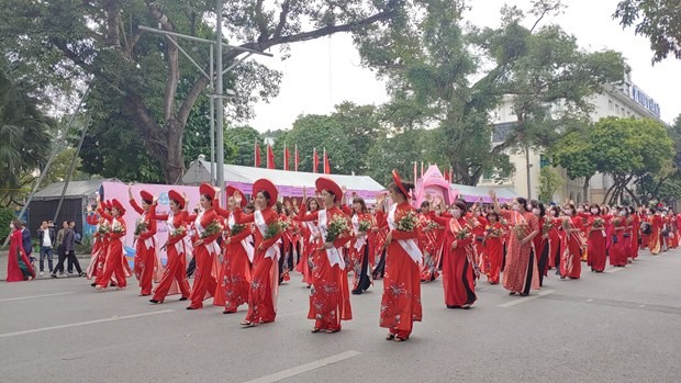 In the mind of Vietnamese people and the eyes of international friends, Ao Dai is a symbol of Vietnamese culture and quintessence. (Photo: VNA)