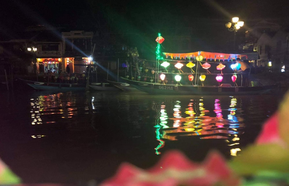Besides, night markets still operate and become the busiest places in Hoi An.