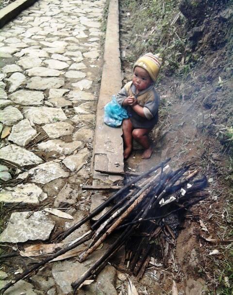 Trẻ em vùng cao đăng trên một tờ báo Việt Nam. Ảnh: Vietnamnet