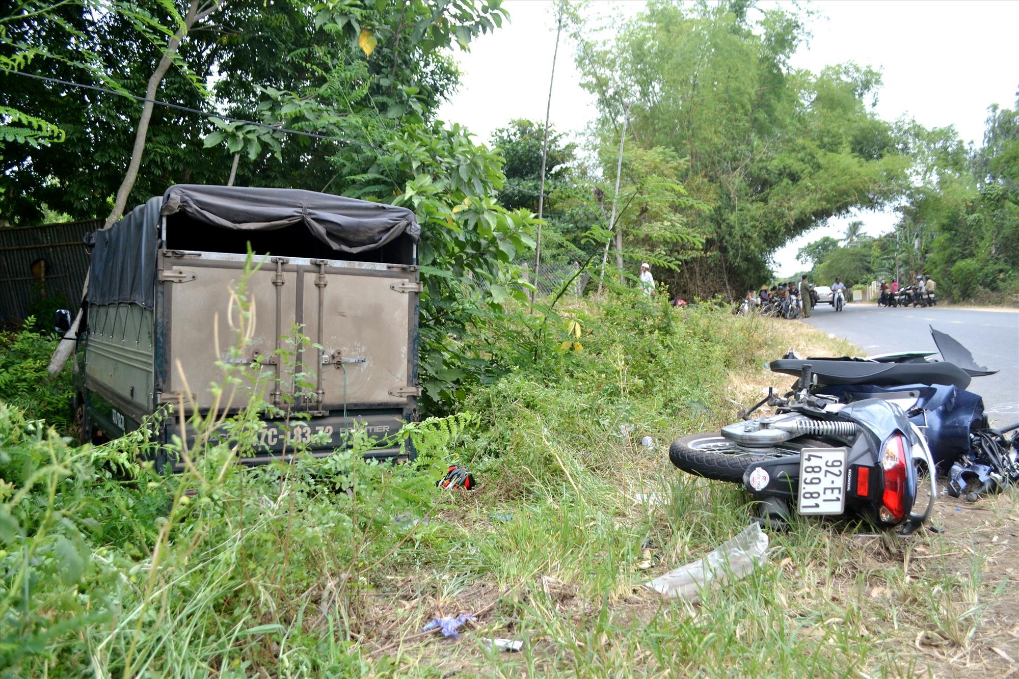 Ngày 18.7.2019 trên tuyến ĐT609B, đoạn qua xã Đại Hiệp (Đại Lộc), ô tô tải mất lái đâm vào xe máy khiến 2 cha con đi tử vong.