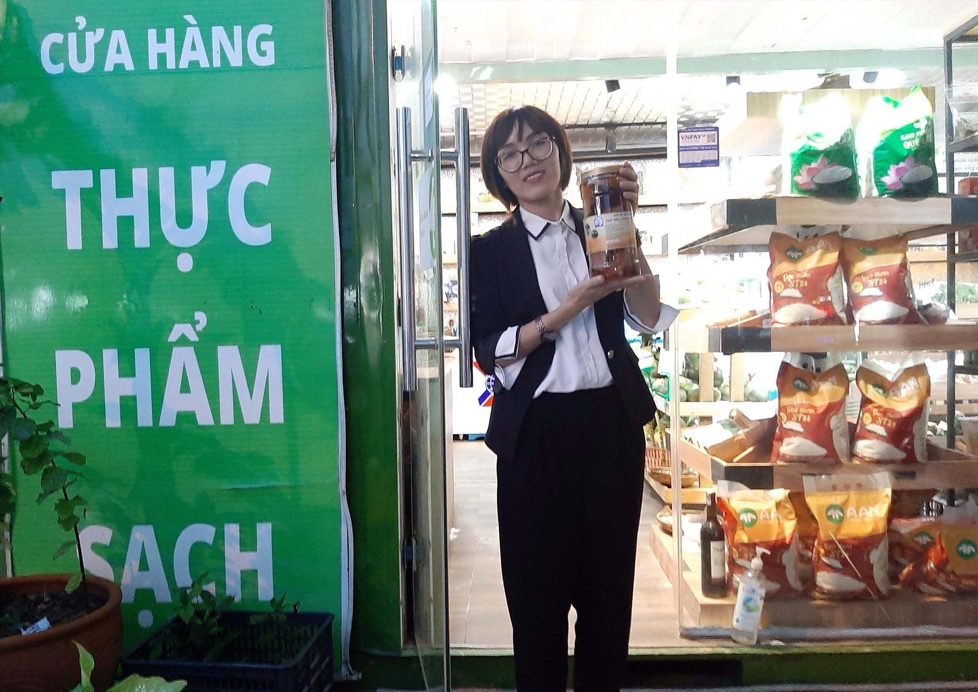 """Thịt heo dầm nước mắm """"Bà Ba Thê"""" bán ở các cửa hàng thực phẩm sạch ở nhiều địa phương trong và ngoài tỉnh. Ảnh: VIỆT NGUYỄN"""