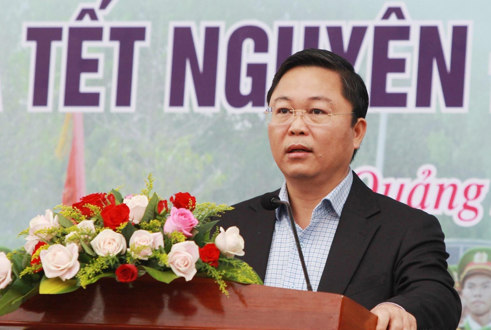 Chủ tịch UBND tỉnh Lê Trí Thanh phát biểu tại buổi ra quân. Ảnh: T.C