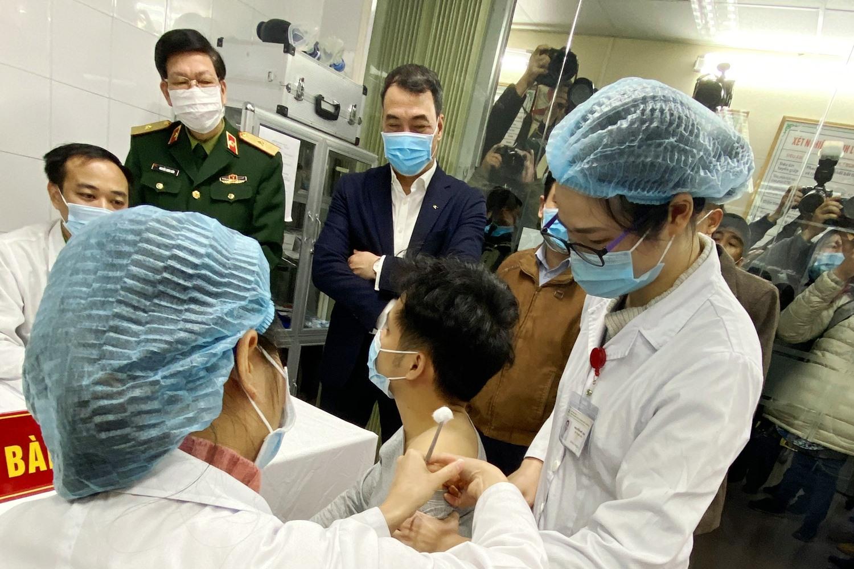 """tiêm thử nghiệm vaccine """"make in Vietnam"""" phòng bệnh COVID-19"""