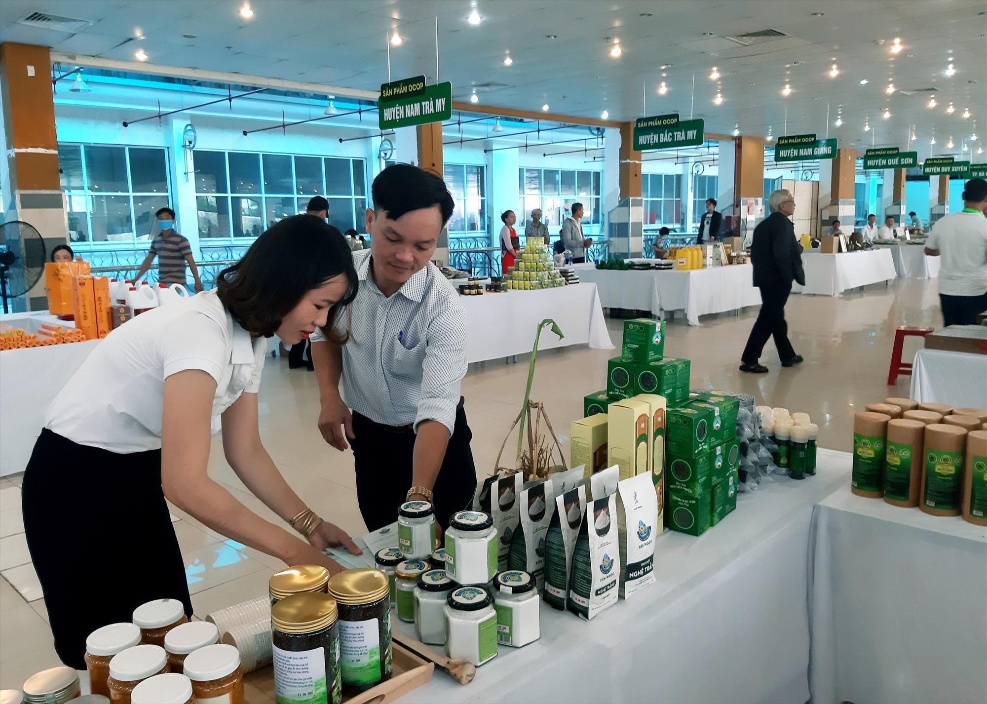 Nhiều sản phẩm từ kinh tế vườn của Tiên Phước được công nhận đạt chuẩn OCOP 3 - 4 sao nên ngày càng có chỗ đứng vững chắc trên thị trường. Ảnh: NHÃ PHƯƠNG
