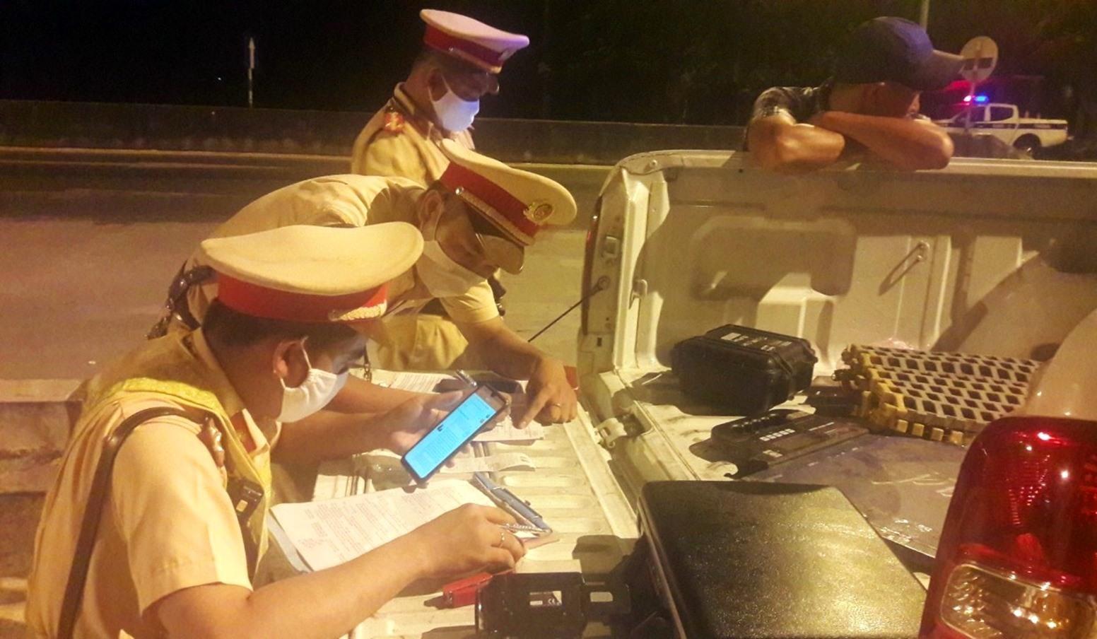 Lực lượng CSGT sẽ tăng cường tuần tra, xử lý vi phạm, đặc biệt là vi phạm nồng độ cồn đối với các tài xế lái xe. Ảnh: T.C