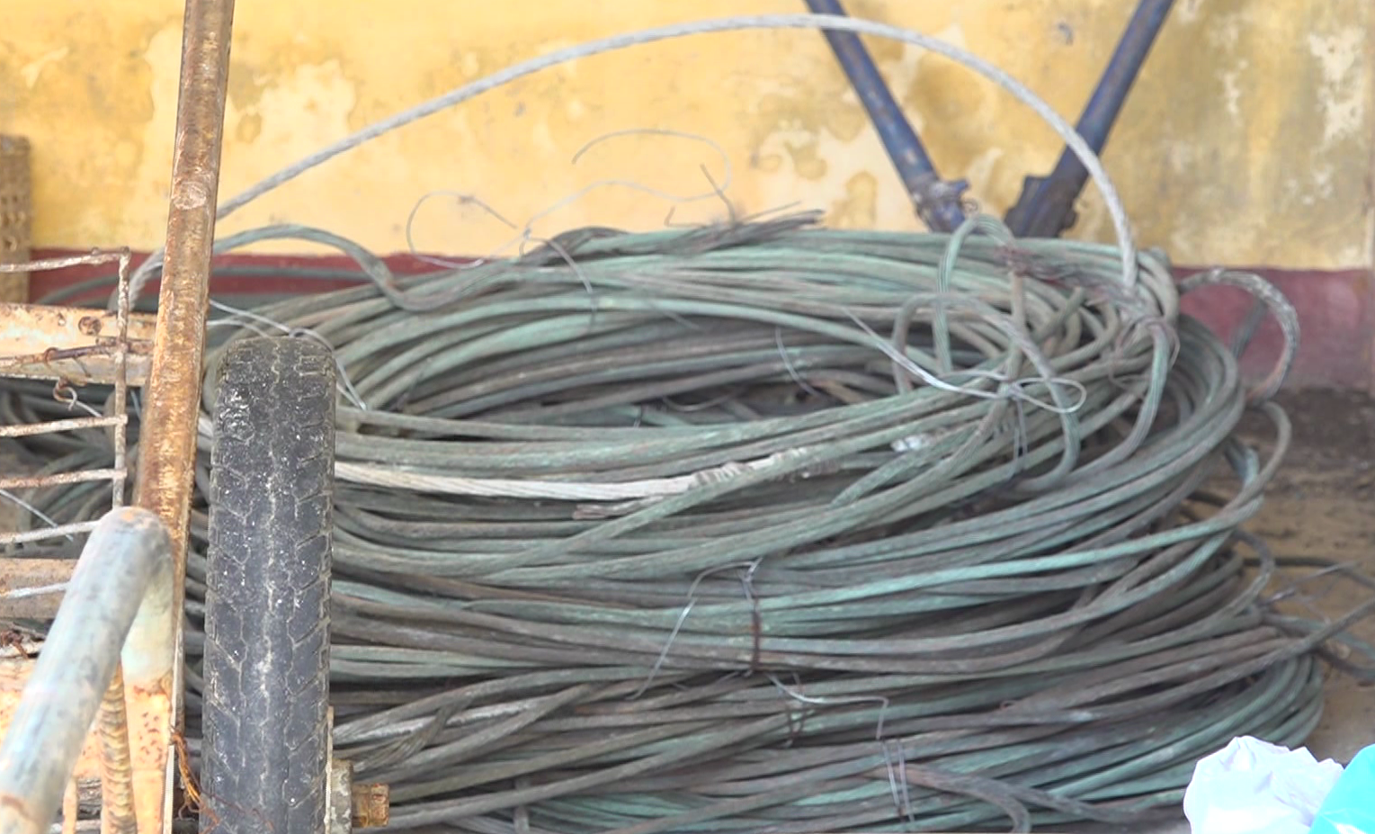 Tang vật dây điện
