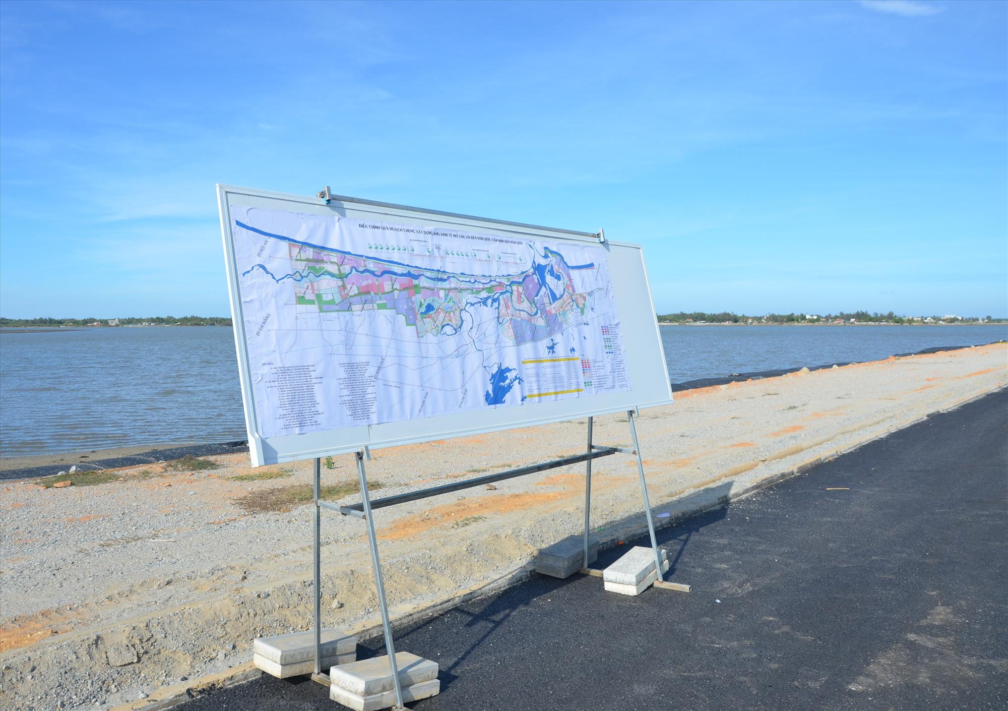Dự án đường ven biển Võ Chí Công giai đoạn 2 gặp ách tắc từ giải phóng mặt bằng ở vịnh An Hòa qua địa bàn huyện Núi Thành. ẢNh: H.P