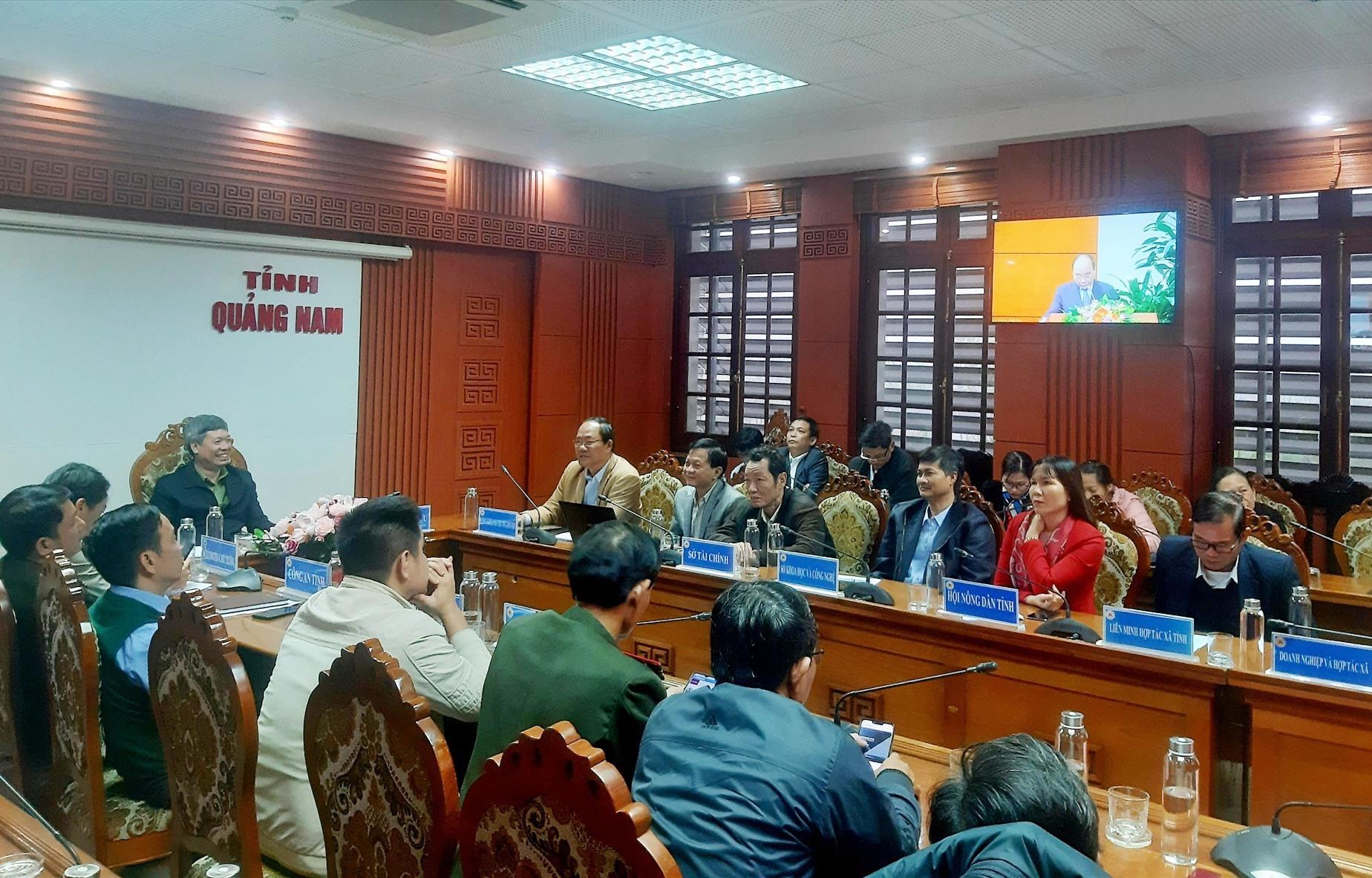 Tham dự tại điểm cầu Quảng Nam có Phó Chủ tịch UBND tỉnh Hồ Quang Bửu và lãnh đạo các ngành liên quan. Ảnh: VĂN SỰ