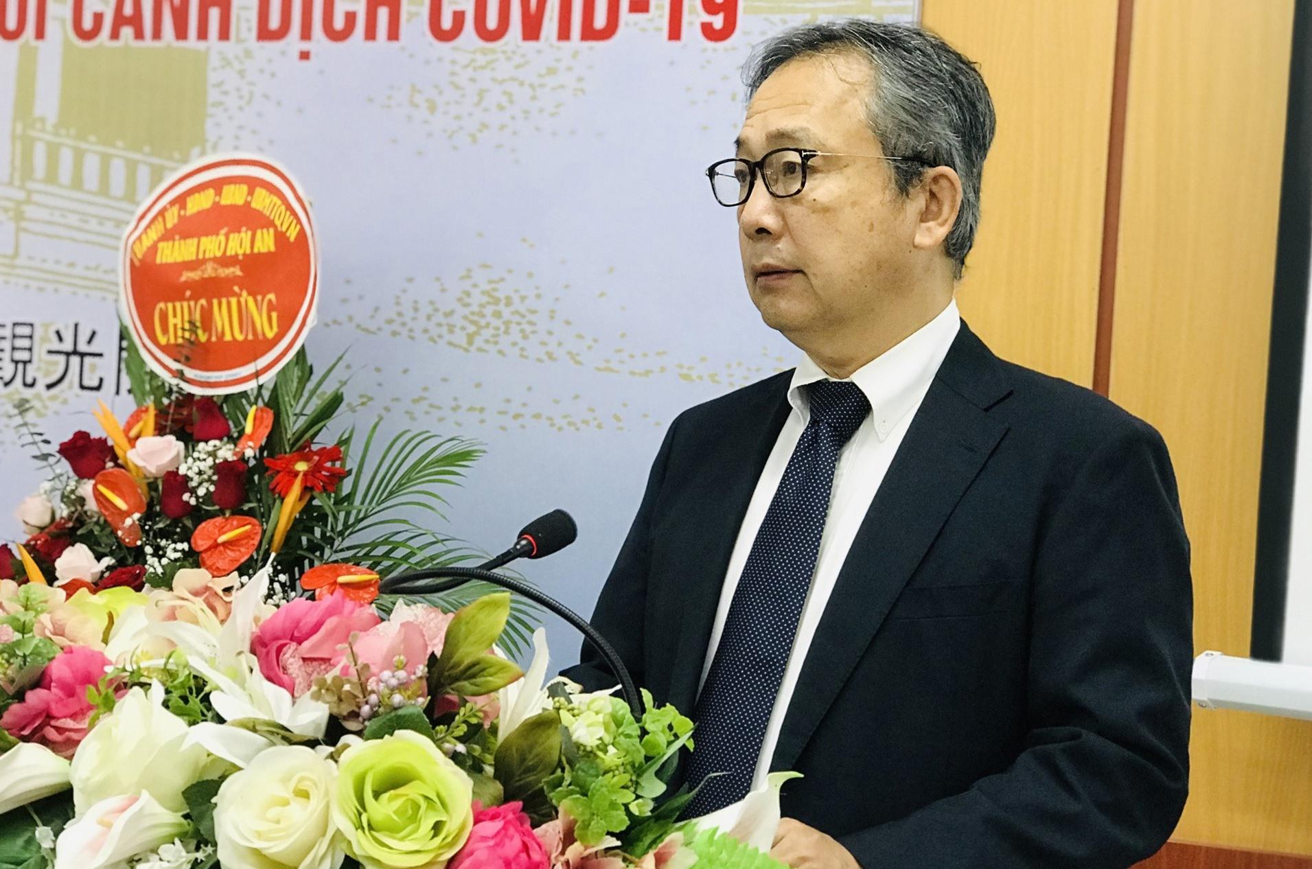 Đại sứ Đặc mệnh toàn quyền Nhật Bản tại Việt Nam - Yamada Takio phát biểu tại buổi tọa đàm. Ảnh: H.T