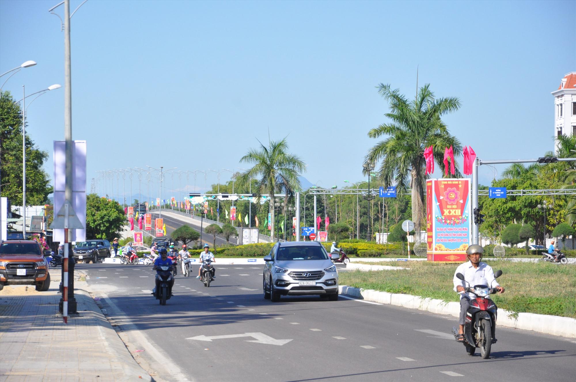 Để xây dựng đường Điện Biên Phủ, Tam Kỳ phải giải tỏa hàng trăm hộ dân. Ảnh: A.S