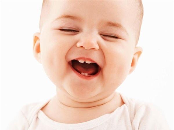 Trẻ thường rất hay bị sốt khi mọc răng (Ảnh minh họa)