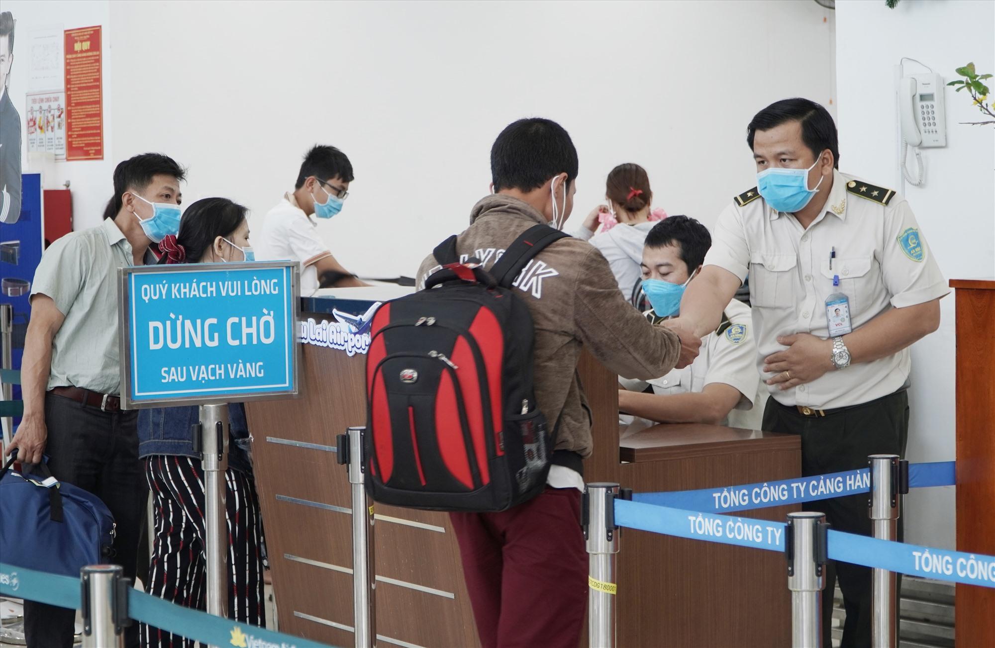 Càng hàng không Chu Lai đang đề xuất được hỗ trợ máy đo thân nhiệt để kịp thời phát hiện và cách ly hành khách nghi nhiễm bệnh. Ảnh: VINH THẮNG