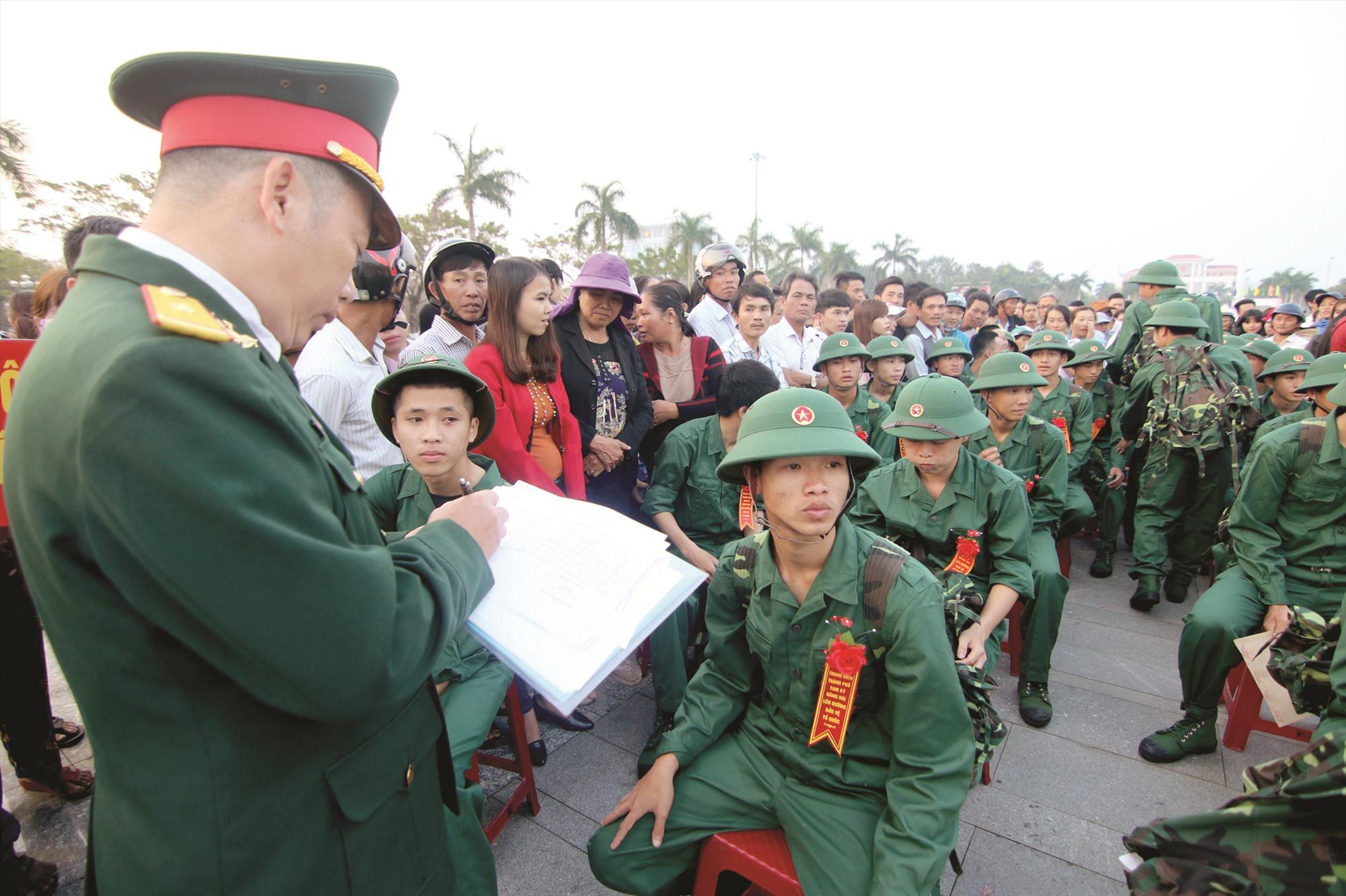 Hôm nay 10.2, Quảng Nam có 2.450 thanh niên lên đường nhập ngũ. Ảnh: T.C