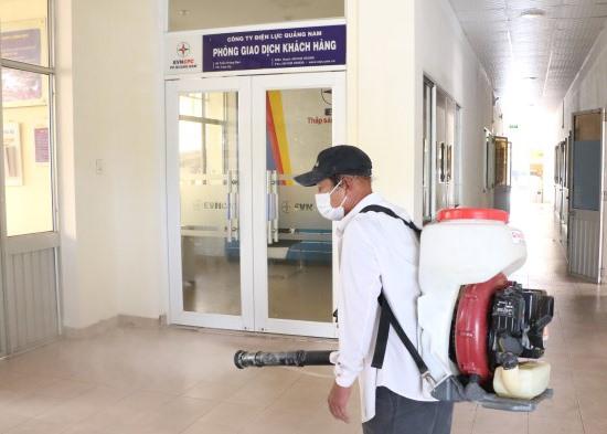 PC Quảng Nam đã triển khai phun khử khuẩn phòng ngừa dịch bệnh nCoV.Ảnh: T.H