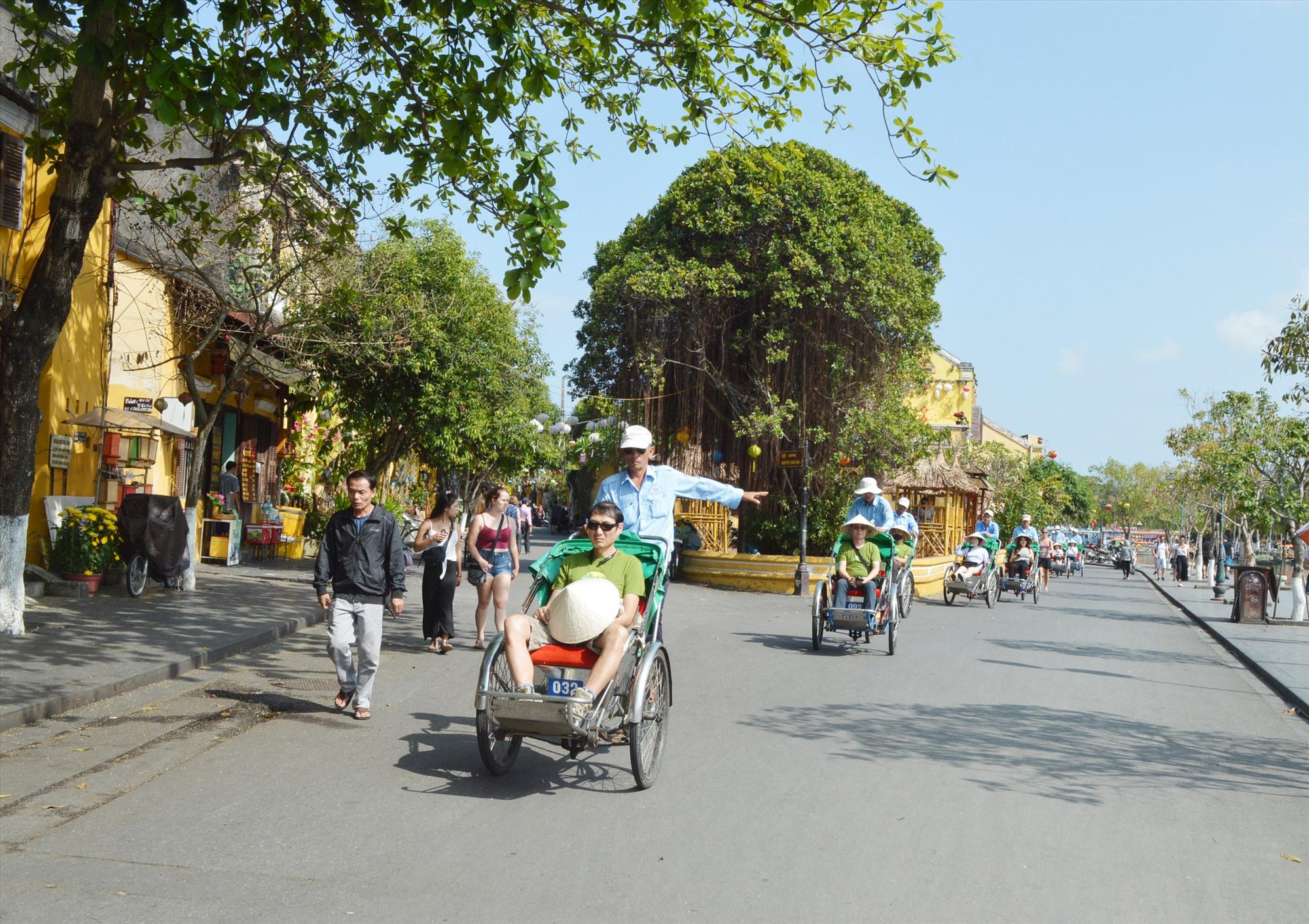 Du khách sụt giảm ảnh hưởng đến hoạt động kinh doanh của doạnh nghiệp du lich Quảng Nam. Ảnh: V.L