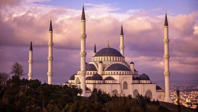 Thành phố Istanbul - trung tâm kinh tế, văn hóa, thương mại của Thổ Nhĩ Kỳ, nơi có tháp Maiden, cung điện Beylerbeyi, quán cà phê Pierre Loti… được xem là những địa điểm lãng mạn cực thích hợp để cầu hôn. Ảnh: Courtesy Royal Seven Seas Cruises
