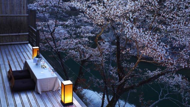 Thủ đô Kyoto thanh lịch của Nhật Bản pha trộn nét đẹp danh thắng, văn hóa, ẩm thực, bề dày lịch sử và cả sự yên bình, sẽ mê hoặc các cặp đôi đến đây nghỉ dưỡng. Ảnh: Courtesy Hoshino Resort