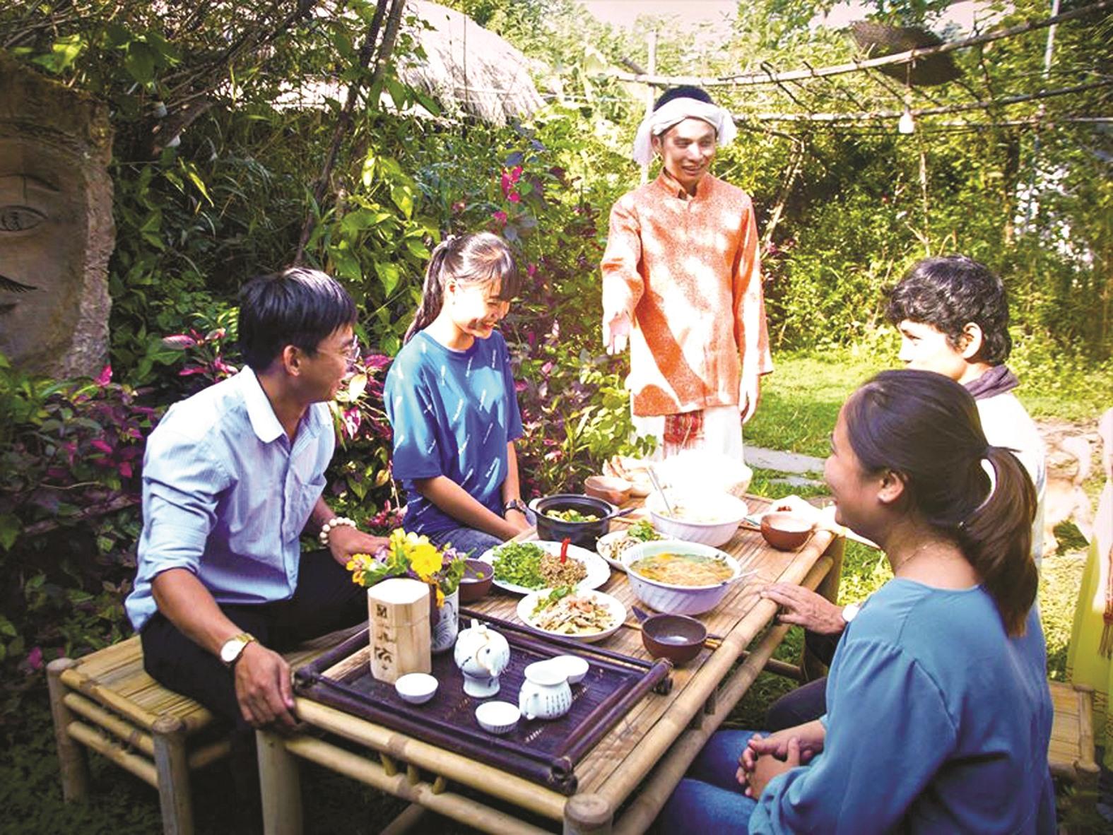 Dự án khởi nghiệp Adei House phục vụ ẩm thực Chăm cho du khách. Ảnh: NVCC