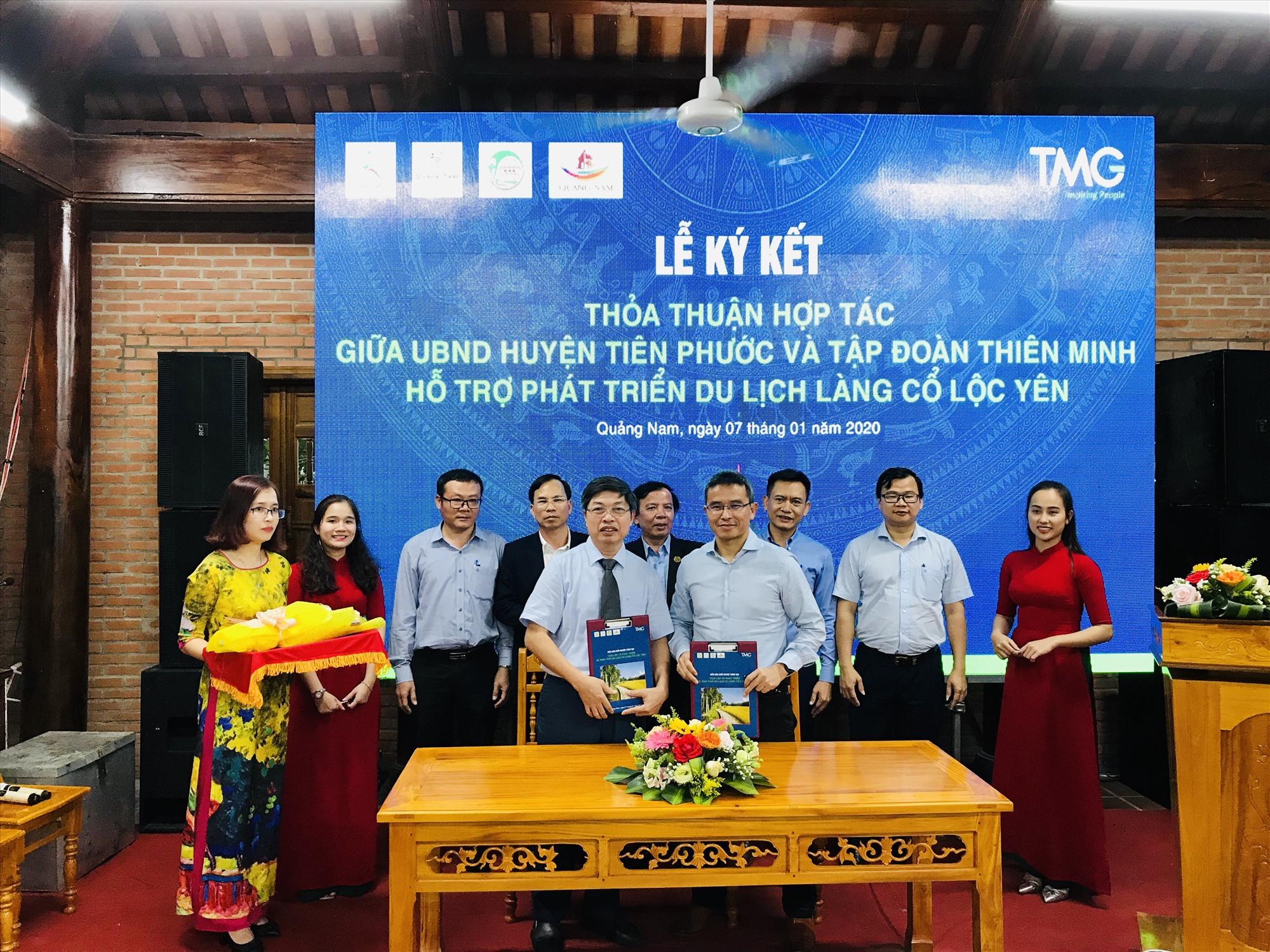 Ký kết hợp tác phát triển du lịch giữa huyện Tiên Phước và tập đoàn Thiên Minh. Ảnh: L.T