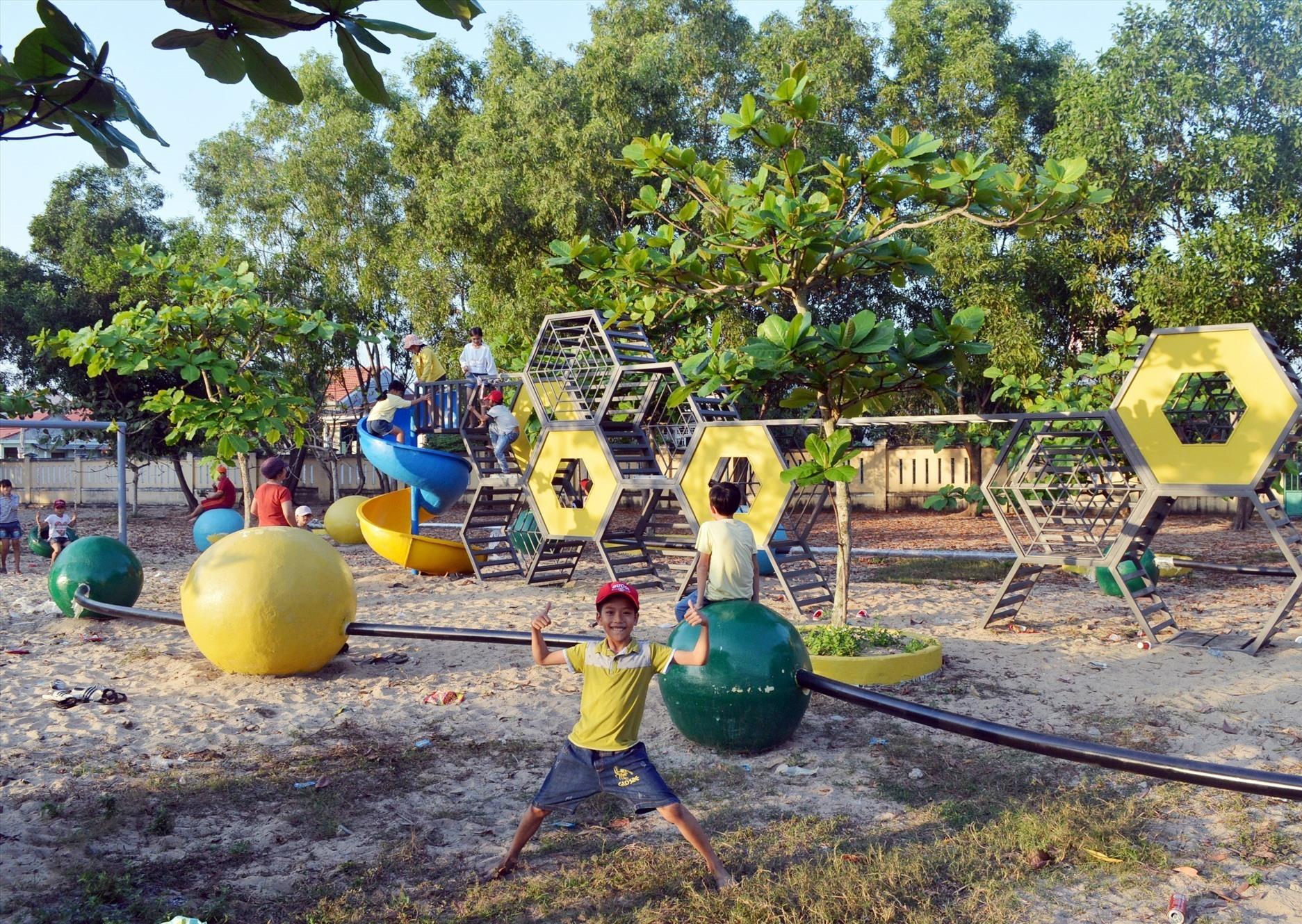 Quỹ Khuyến học Lotte, Hàn Quốc đã tài trợ xây dựng khu vui chơi cho học sinh tại trường Tiểu học Văn Thanh Tùng