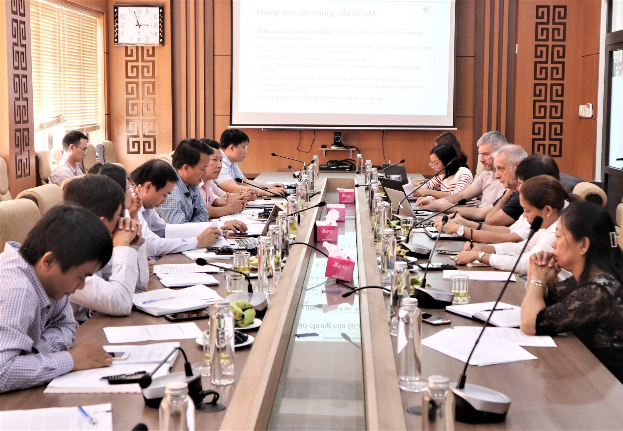Scene of the meeting between representatives of the UN-Habitat and IUC and Tam Ky city