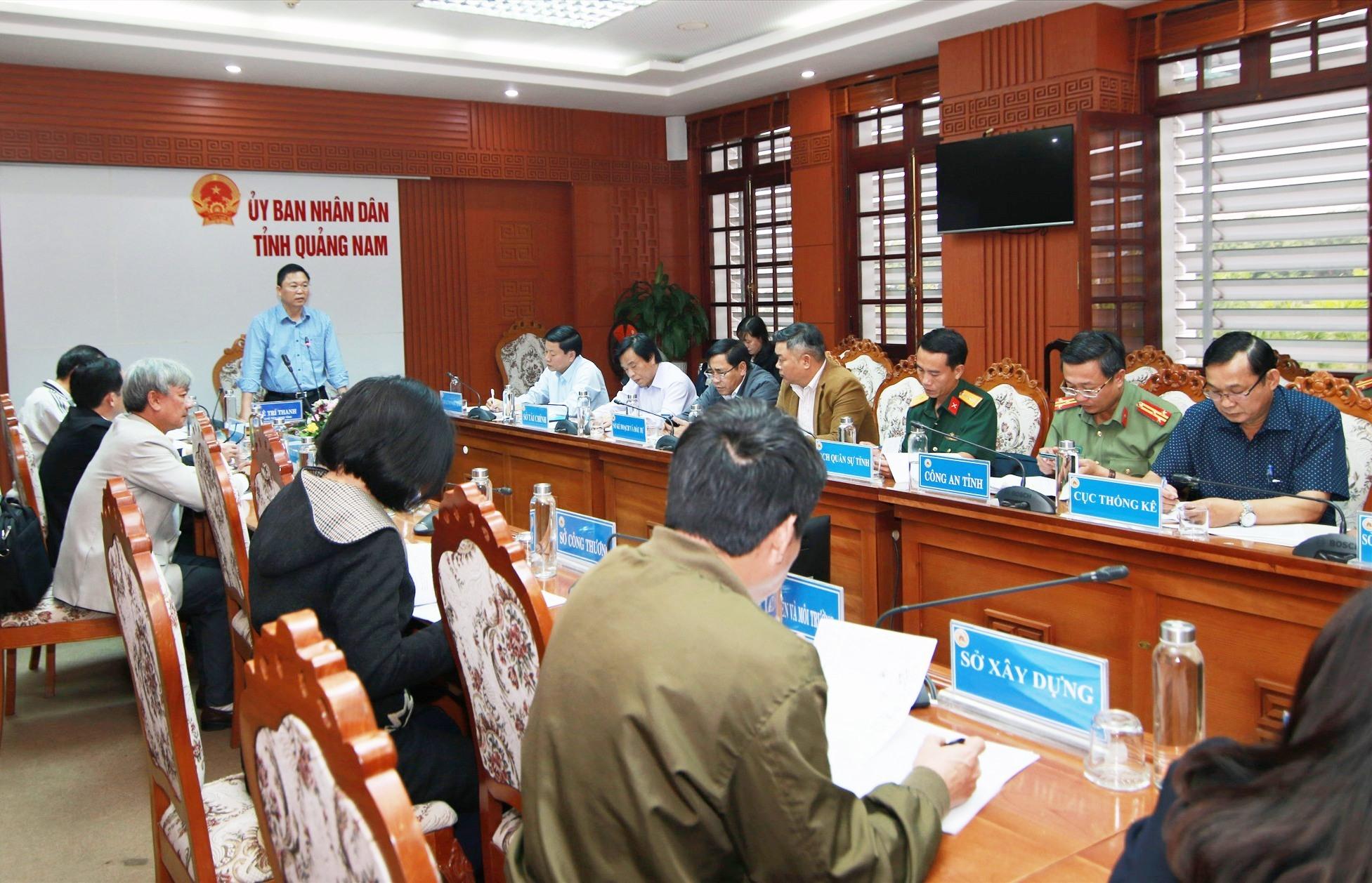 Chủ tịch UBND tỉnh Lê Trí Thanh phát biểu tại cuộc họp. Ảnh: S.C