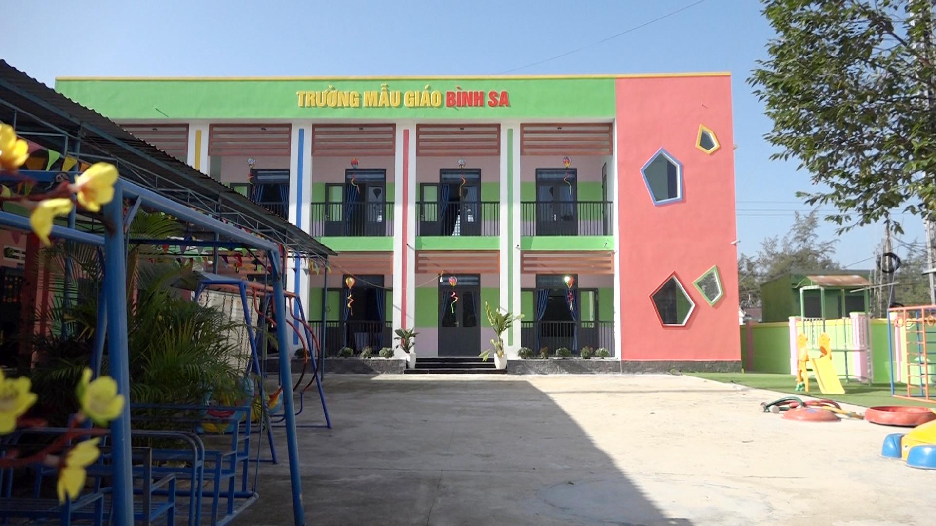 Trường mẫu giáo Bình Sa đã được xây dựng khang trang hơn từ nguồn xã hội hóa. Ảnh: BIÊN THỰC